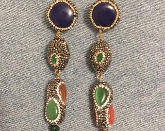 Orecchini multicolori pietre dure naturali ed ematite.