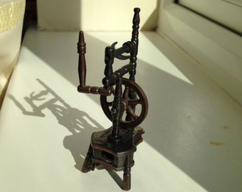 Spinning Wheel Pencil Sharpener by Play-Me (Spain) 1970s