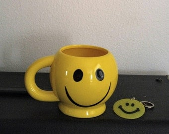 """70s Smiley Face Mug Happy Face Key Chain Happy Face Coffee Mug & Key Chain """"Have A Nice Day"""" Vintage 1970s Retro Mod Hippie Collectibles"""