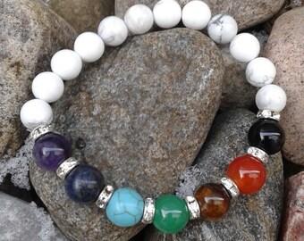 84) Bracelet pour rééquilibrer les chakras monté sur fil élastique solide et agrémenté  de billes argentées faux diamants