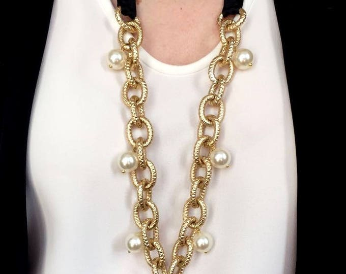 Long golden necklace and white beads