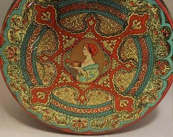 Art Nouveau large round tin.
