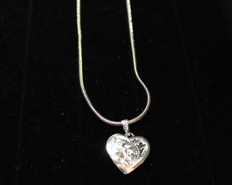 Necklace. Silver Necklace. Heart. Free Domestic Shipping.