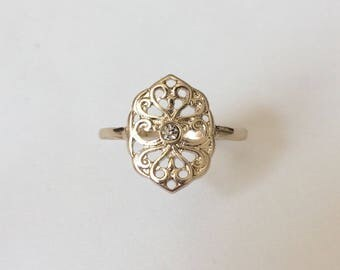 Vintage 1970's Gold Tone Filigree Flower Rhinestone Ring Size R