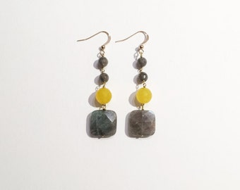Earrings in yellow and grey - yellow candy jade pearls and labradorite - fillet 14 k gold clasp