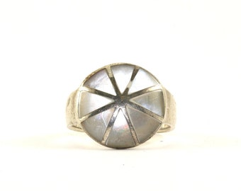 Vintage Round Shape Mother Of Pearl Triangles Ring 925 Sterling Silver RG 559
