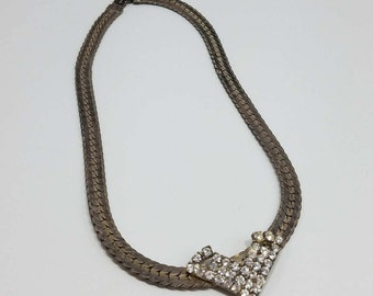 Elegant Choker Style Rhinestone Necklace with Serpentine Chain