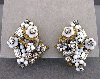 Vintage Robert White Glass Flower Seed Bead And Rhinestone Clip Back Earrings
