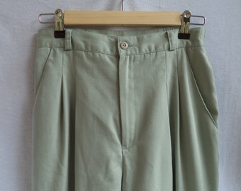 80s high waist pleated trousers// Light weight sage green minimalist hipster tapered pants// Vintage Savannah USA// Women 8 10 / 27 29 31