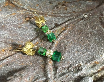 Greenery Jewelry,Prom Earring,Bridal Jewelry,Mother Jewelry,Spring Birthday,Grad Earring,August Birthday,Vintage Style,Green Crystal Earring