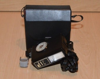 Toshiba Computer 724 flash unit w/ vintage case