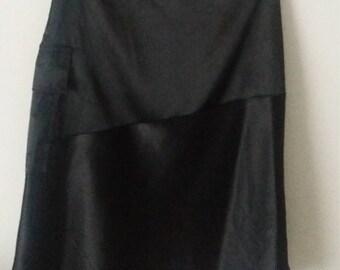 Mid-length asymmetrical skirt                                                                                    size small