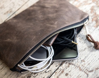 Waxed Canvas Zipper Pouch, Wristlet, Waxed Canvas Clutch Bag, Canvas Pouch, Canvas and Leather Zipper Pouch, Leather Strap, Brown Canvas