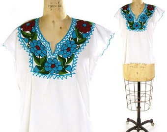 Embroidered Mexican Peasant Blouse / Vintage White Cotton Mexican Top with Floral Embroidery / Ethnic Traditional Hippie Boho Bohemian Folk