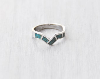 Vintage Chevron Zigzag Band Ring - sterling silver inlaid crushed turquoise V shaped stacking band ring - Size 6.5