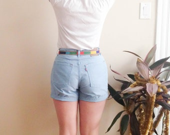 Vintage Levi's Light Blue Denim Shorts in Small / XS Size 2 Size 4 . Mid Waist . 1980s 80s 1990s 90s Petite