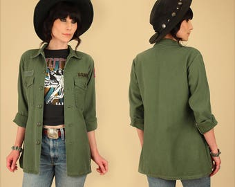 ViNtAgE MILITARY 60's 70's Vietnam Army Chore Jacket Shirt with Patches Patchwork Surplus  // Womens Medium M