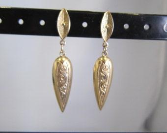 Vintage Gold Tone Dagger Shaped Dangle Earrings  -  1053