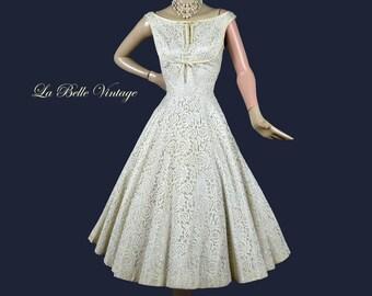 1950s Lace Wedding Dress Vintage Off Shoulder Ivory Bridal Gown S ~ Full Circle Skirt ~ Matching Crinoline