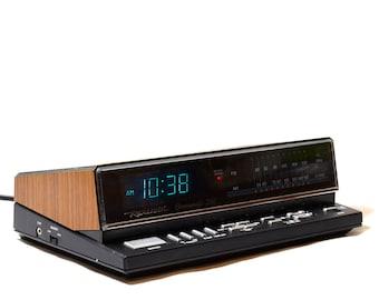 Realistic Chronomatic 260 Radio Alarm Clock: Vintage Blue LED
