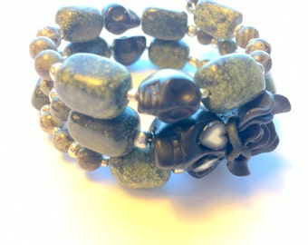 Bracelet Day of the Dead Sugar Skull and Rose Memory Wire in Black and Green Stone
