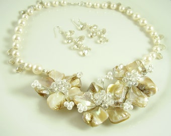 Romantic Floral Bridal Jewelry Set - Swarovski Bridal Parure - Elegant Pearl Bridal Set - Gifts for Wives - Bridal Shop - Romantic Weddings