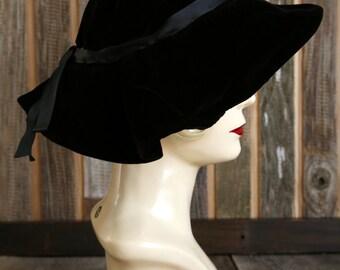 SALE - 1940s Vevlet Hat