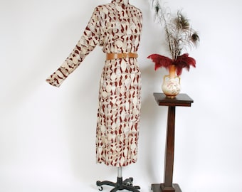 Vintage 1940s Dress - Stunning Greek Pottery Themed Novelty Print Rayon Crepe 40s Dress with Deep Dolman Sleeves
