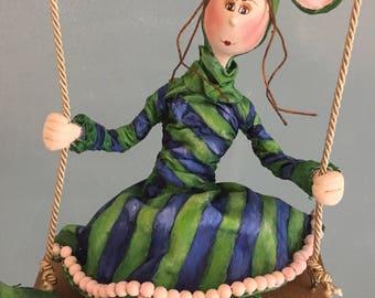 ooak art doll,poupée d'art,poupée,doll,green mouse,la souris verte,child charater,balançoire,swing,figurine,puppet,marionette,souris,mouse,
