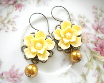 Gold Pearl Earrings Gold Dangle Earrings Ivory Flower Earrings Gold Chandelier Earrings Gold Wedding Jewelry Gold Bridal Earrings