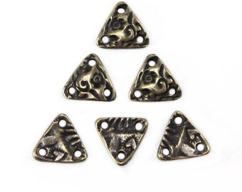 Tierracast Flora Triangle Connector Brass Oxide