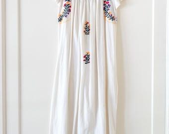 Vintage Mexican Oaxacan Embroidered Dress / Bohemian / Boho / Festival / Handmade / Size Small