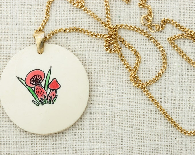 Vintage Mushroom Necklace Pendant Bright Red Shrooms & Grass   Gold Tone Chain   Hippie Hippy Halloween Costume Jewelry 16D