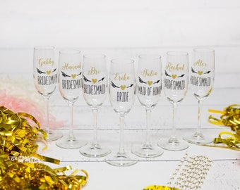Bridesmaids flutes, Bridesmaid gift idea champagne glass Personalized Maid of honor gift Wedding party gift heart & arrow design. Bridesmaid