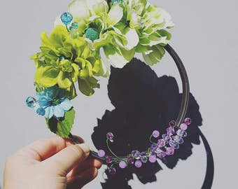 Spring flower wreath, green and blue floral  beaded hoop art, ready to hang, small hoopla, gift for her, spring home decor, nursery decor