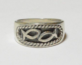 SALE Vintage Sterling Silver Icthys Fish Rope Braid Frame Band Ring Size 6