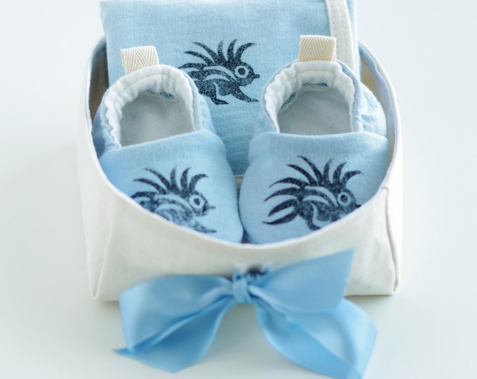 Organic Baby Gift Basket for Boys with Blue Baby Booties and Security Blanket / Baby Boy Gift / Newborn Organic Gift / Baby Shower Gift