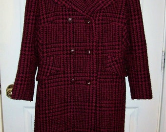 Vintage 1970s Ladies Wine & Black Wool Houndstooth Coat Small Only 15 USD