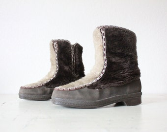 Damaged Vintage 70's Dark Chocolate Faux Fur Mukluks Boots Sz 7
