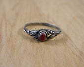 Sterling Silver and Red Jasper Ring / Vintage Red Gemstone and Leaf Ring / Petite and Delicate Ring Size 6