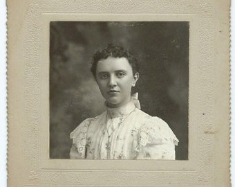 Pretty Young Victorian Girl from Eugene Oregon - Antique Cabinet Card Photo