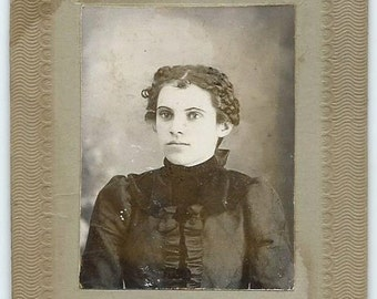 Antique Cabinet Card Photo, Striking Young Woman w Tight Curls