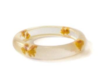 Vintage Clear Lucite Bangle Bracelet Encased dried Straw Flowers