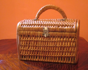 Vintage French Rattan Purse-Rattan Basket with Sturdy Wooden Sides-Tight Metal Closure-Chic Summer Bag-Beach Fashion-Get Ready for Summer!