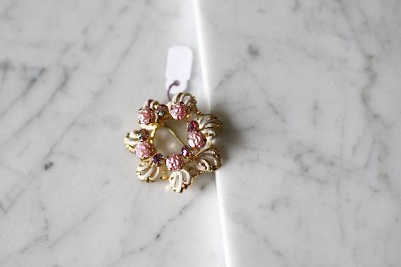 1980s rhinestone floral brooch // 1980s floral wreath brooch // vintage brooch