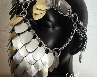 Gold Line Mask des 'Atum' - Cool FASHIONSTYLE in metal