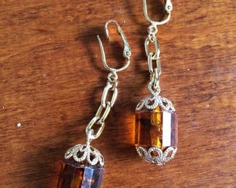 Amber Lucite Bead Earrings, Rootbeer Brown Lucite Clips, Long Dangle Clipons, Long Gold Clips, Vintage Clip Ons, Brown Barrel Bead Earrings