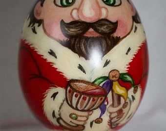 Gift wooden egg with a King