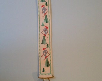 Christmas Wall hanging Bell Wire Embroidery Cross stitch Denmark  Scandinavian Minimalist Nisse / Elf / Tomte Christmas Tree Skiing 60s