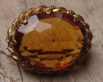 Small orange stone brooch /pin